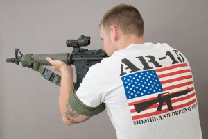 ar15_shirt_aiming_4272
