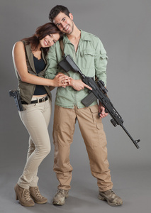 armed_couple_4157