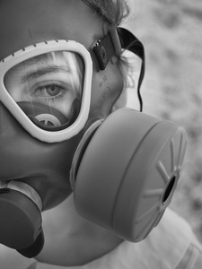gas_mask_1040767web