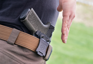 CG_P90holstered_DSC1848web