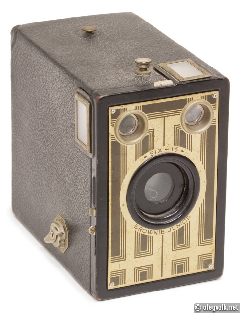A basic box camera typical of the 1920s